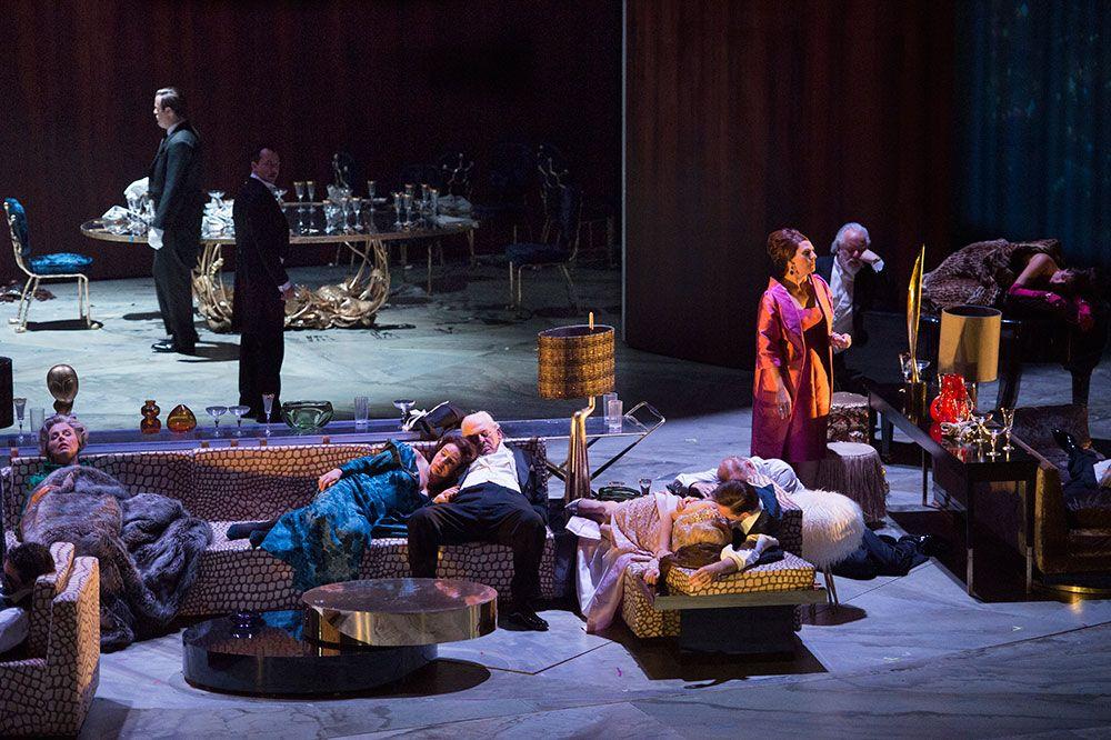 Ο «Εξολοθρευτής Άγγελος» κάνει πρεμιέρα στην Met υπό τη διεύθυνση του ίδιου  του συνθέτη Thomas Adès. Η όπερα του 2016 που παρήγγειλε η Met και  ερμηνεύτηκε ... f9eb3d3ab8b